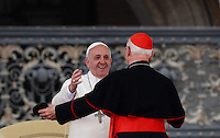 Papa Francesco saluta un cardinale al termine dell'udienza generale del mercoledi' in Piazza San Pietro, Citta' del Vaticano, 9 aprile 2014.<br /> Pope Francis greets a cardinal at the end of his weekly general audience in St. Peter's Square at the Vatican, 9 April 2014.<br /> UPDATE IMAGES PRESS/Isabella Bonotto<br /> <br /> STRICTLY ONLY FOR EDITORIAL USE