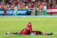 CALI -COLOMBIA-01-04-2014. Yamilson Rivera del América de Cali  en el piso después de una falta de un jugador del Barranquilla FC durante partido por la fecha 11 del Torneo Postobón I 2014 jugado en el estadio Pacual Guerrero de la ciudad de Cali./ Yamilson Rivera of America de Cali on the grass after a foul from a player of Barranquilla FC during the match for the 11th date of Postobon Tournament I 2014 at Pascual Guerrero stadium in Cali city. Photo: VizzorImage/Juan C. Quintero/STR