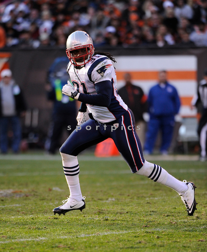 BRANDON MERIWEATHER, of the New England Patriots, in action during the Patriots game against the Cleveland Browns on November 7, 2010 at Cleveland Browns Stadium in Cleveland, Ohio.  ..The Browns beat the Patriots 34-14...