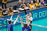24.02.2019, SAP Arena, Mannheim<br /> Volleyball, DVV-Pokal Finale, VfB Friedrichshafen vs. SVG LŸneburg / Lueneburg<br /> <br /> Block / Doppelblock David Sossenheimer (#5 Friedrichshafen), Philipp Collin (#9 Friedrichshafen) - Angriff Raymond Szeto (#11 Lueneburg)<br /> <br />   Foto © nordphoto / Kurth
