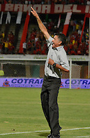 CUCUTA - COLOMBIA - 01-06-2013: Juan C. Osorio, técnico del Atletico Nacionalda instrucciones a los jugadores  durante partido disputado en el estadio General Santander de la ciudad de Cucuta, junio 1 de 2013. Cucuta Deportivo y Atletico Nacional en partido por la fecha 18 de la Liga Postobon I. (Foto: VizzorImage / Str.) Juan C Osorio, coach  of Atletico Nacional gives instructions to the players during a match at the General Santander Stadium in Cucuta city, June 1, 2013. Cucuta Deportivo and Atletico Nacional in game 18 of the date for the Postobon League I. (Photo: VizzorImage / Str)