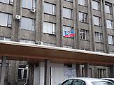 """Stadtverwaltung in Debalzewe. Kaum eine andere Stadt im Donbass hat so sehr unter den Kriegshandlungen gelitten wie Debalzewe. Heute versuchen die Separatisten der """"Donezker Volksrepublik"""", Debalzewe als Musterstadt wieder aufzubauen."""