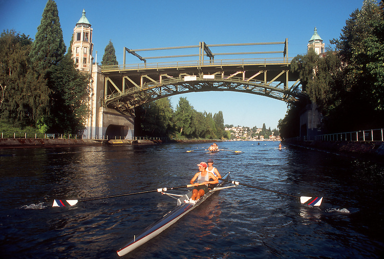 Seattle, Women rowing a pair in the Montlake Cut, Montlake Bridge, Lake Washington Ship Canal, Washington State, Pacific Northwest, USA, Seattle Yacht Club crew, released,.