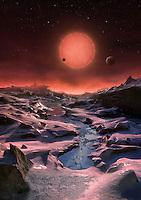 GRA198. BERLIN, 02/05/2016.- Fotografía facilitada por la ESO de una ilustración de la estrella enana ultrafría TRAPPIST-1 desde la superficie de uno de sus planetas. Un grupo internacional de científicos ha descubierto tres planetas de tamaños y temperaturas similares a los de la Tierra que orbitan alrededor de una estrella enana ultrafría a tan solo 40 años luz de la Tierra, anunció hoy el Observatorio Austral Europeo (ESO) desde su sede alemana de Garching. EFE/M. Kornmesser ***SOLO USO EDITORIAL***