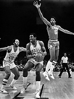 Warriors Bernard King and Loyd World Free against the 76ers Julius Erving Dr.J. (1981 photos/Ron Riesterer)