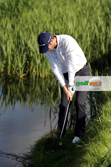 Bradley Dredge chips from the riverbank in the playoff hole of the Irish Open on 20th of May 2007 at the Adare Manor Hotel & Golf Resort, Co. Limerick, Ireland. (Photo by Manus O'Reilly/NEWSFILE)