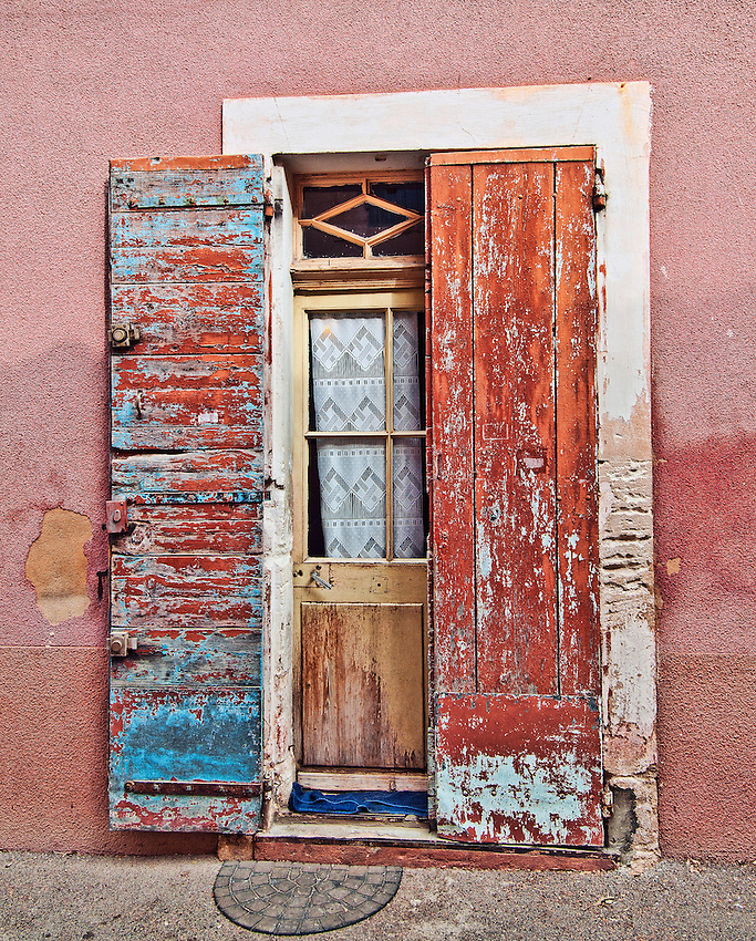 Doorway in the Luberon village of Roussillon