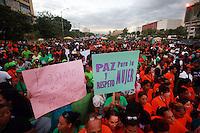"""STO-03. SANTO DOMINGO (REPÚBLICA DOMINICANA), 23/11/2011.- Miles de personas participan en la tercera caminata """"Tolerancia Cero contra la Violencia a la Mujer"""" hoy, miércoles 23 de noviembre de 2011, en Santo Domingo (República Dominicana). La actividad, convocada por la Procuraduría General de la República, se realiza con motivo del """"Día Internacional de la Eliminación Violencia Contra la Mujer"""", declarado por la Organización de las Naciones Unidas para el 25 de noviembre. EFE/Orlando Barría"""