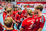 Eskilstuna 2014-10-03 Handboll Elitserien Eskilstuna Guif - Alings&aring;s HK :  <br /> Eskilstuna Guifs tr&auml;nare Kristjan Andreasson Kristj&aacute;n Andr&eacute;sson i aktion under en timeout med Eskilstuna Guifs spelare<br /> (Foto: Kenta J&ouml;nsson) Nyckelord:  Eskilstuna Guif Sporthallen IFK Sk&ouml;vde HK tr&auml;nare manager coach diskutera argumentera diskussion argumentation argument discuss