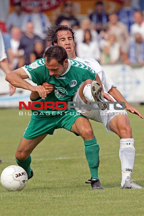 RLN 05 / 06 - 8. Spieltag<br /> <br /> Kickers Emden vs VFB Luebeck<br /> <br /> Andy Naegelein  / Emden gegen Christian Moekel ( MŲkel ) ( B&scaron;rwolf ) / Luebeck<br /> <br /> <br /> <br /> Foto &copy; nordphoto <br /> <br /> <br /> <br />  *** Local Caption *** Foto ist honorarpflichtig! zzgl. gesetzl. MwSt.<br /> <br />  Belegexemplar erforderlich