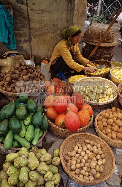 Asie/Vietnam/Hanoi: Femme vendant des légumes sur le marché