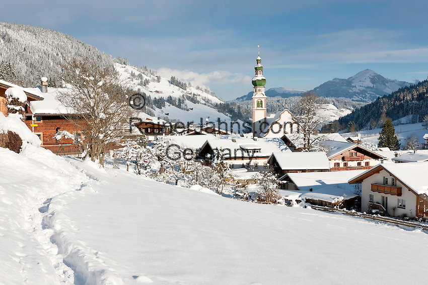 Austria, Tyrol, Wildschoenau: high valley at Kithbuehel Alps, district Oberau with parish church St. Margareth | Oesterreich, Tirol, Wildschoenau: Hochtal in den Kitzbueheler Alpen bei Woergl, Kirchdorf Oberau mit dem Wildschoenauer Dom, der Pfarrkirche St. Margaretha