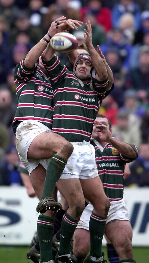 Photo. Richard Lane. .Bath v Leicester. Zurich Premiership. 26-12-2000.Will Johnson gets up to a high ball.