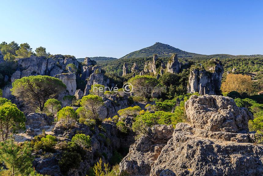 France, Hérault (34), Mourèze,  le Cirque de Mourèze, paysage ruiniforme dolomitique // France, Herault, Moureze, the Cirque de Moureze
