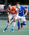 UTRECHT - Glenn Schuurman (Bldaal) met Jasper Luijkx (Kampong) tijdens de hockey hoofdklasse competitiewedstrijd heren:  Kampong-Bloemendaal (3-3). COPYRIGHT KOEN SUYK