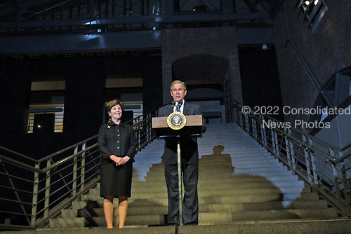 United States President George W. Bush makes remarks after he and first lady Laura Bush toured the US Holocaust Museum 18 April 2001 in Washington DC.  <br /> Credit: Jamal A. Wilson - Pool via CNP