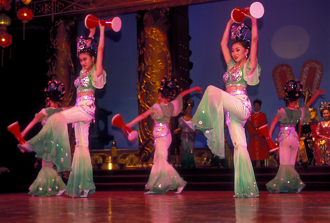 Dancers performing Tang dance at Tang Dynasty Theater, Xian, Shaanxi Province, China, Asia.