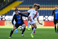 20191022 – OOSTENDE , BELGIUM : PSG's Xavi Simons pictured in a duel with Brugge's Xander Blomme (left) during a soccer game between Club Brugge KV and Paris Saint-Germain ( PSG )  on the third matchday of the UEFA Youth League – Champions League season 2019-2020 , thuesday  22 th October 2019 at the Versluys Arena in Oostende  , Belgium  .  PHOTO SPORTPIX.BE   DAVID CATRY