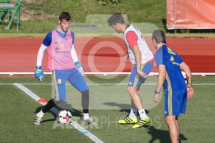 Spanish David De gea and Javi Martinez during the first training of the concentration of Spanish football team at Ciudad del Futbol de Las Rozas before the qualifying for the Russia world cup in 2017 August 29, 2016. (ALTERPHOTOS/Rodrigo Jimenez)