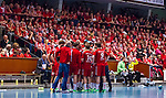 Eskilstuna 2014-05-15 Handboll SM-semifinal Eskilstuna Guif - Alings&aring;s HK :  <br /> Eskilstuna Guif spelare har timeout framf&ouml;r publiken p&aring; ena l&aring;ngsidesl&auml;ktaren i Sporthallen i Eskilstuna<br /> (Foto: Kenta J&ouml;nsson) Nyckelord:  Eskilstuna Guif Sporthallen Alings&aring;s AHK SM Semifinal Semi supporter fans publik supporters timeout inomhus interi&ouml;r interior