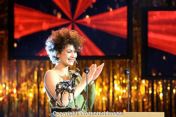 20111030 - Utrecht - FOTO: RAMON MANGOLD - Uitreiking van de Gouden Kalveren in de Stadsschouwburg. Eva van der Wijdeven.
