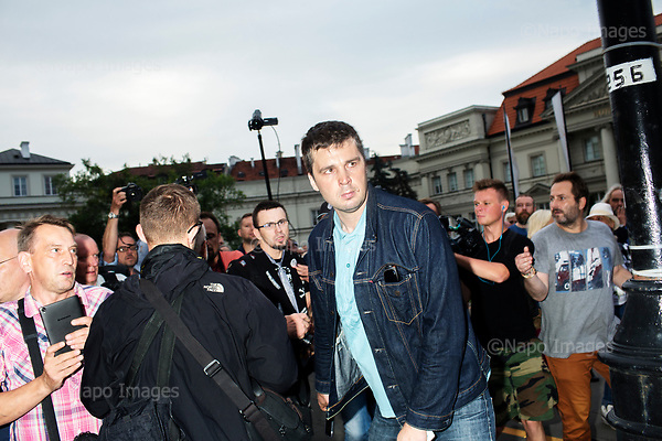 Warsaw, Old City 10.07.2017 Poland<br /> In the picture Michal Rachon journalist of the Polish National Television and sympathizer of the PiS party tries to provoke a crowd of counter-manifestants. Around 2,000 people on Monday took part in an anti-government street protest in Warsaw. The demonstration was held in opposition to a monthly march carried out by governing Law and Justice (PiS) party leader Jaroslaw Kaczynski in memory of his twin brother Lech, Poland's president at the time, and 95 other people who were killed when the presidential jet crashed in Russia in 2010.<br /> Photo: Adam Lach / Napo Images <br /> <br /> Kontrmiesiecznica zorganizowana przez KOD, Obywateli RP i inne sily opozycyjne, z okazji 83 miesiecznicy Smolenskiej. N/Z Michal Rachon dziennikarz TVP i sympatyk partii PiS prowokuje tlum kontrmanifestantow, ochroniarze obywateli RP staraja sie go wypchnac z manifestacji.<br /> Fot: Adam Lach / Napo Images<br /> <br /> ###ZDJECIE MOZE BYC UZYTE W KONTEKSCIE NIEOBRAZAJACYM OSOB PRZEDSTAWIONYCH NA FOTOGRAFII### ### Cena zdjecia w/g cennika FORUMplus 50% (cena minimalna 100 PLN)## Poland Only ##