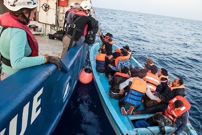 Sea Watch-2.<br /> Die Sea Watch-2 bei ihrer 13. SAR-Mission vor der libyschen Kueste.<br /> Im Bild: Gefluechtete kommen an Bord der Sea Watch-2.<br /> 21.10.2016, Mediterranean Sea<br /> Copyright: Christian-Ditsch.de<br /> [Inhaltsveraendernde Manipulation des Fotos nur nach ausdruecklicher Genehmigung des Fotografen. Vereinbarungen ueber Abtretung von Persoenlichkeitsrechten/Model Release der abgebildeten Person/Personen liegen nicht vor. NO MODEL RELEASE! Nur fuer Redaktionelle Zwecke. Don't publish without copyright Christian-Ditsch.de, Veroeffentlichung nur mit Fotografennennung, sowie gegen Honorar, MwSt. und Beleg. Konto: I N G - D i B a, IBAN DE58500105175400192269, BIC INGDDEFFXXX, Kontakt: post@christian-ditsch.de<br /> Bei der Bearbeitung der Dateiinformationen darf die Urheberkennzeichnung in den EXIF- und  IPTC-Daten nicht entfernt werden, diese sind in digitalen Medien nach &sect;95c UrhG rechtlich geschuetzt. Der Urhebervermerk wird gemaess &sect;13 UrhG verlangt.]