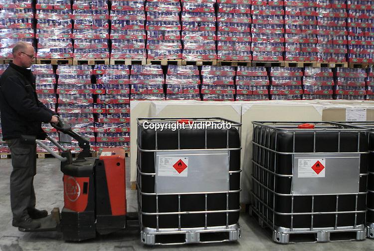 Foto: VidiPhoto..BARNEVELD - Werkzaamheden op kantoor, administratie en warehouse-activiteiten bij Van Reenen Transport in Barneveld..