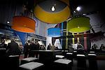UTRECHT - Op de stand van Caparol Nederland op de Jaarbeurs in Utrecht belichten grote lampen met fel gekleurde kappen donker geklede mannen en zwarte stoelen. COPYRIGHT TON BORSBOOM