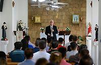 LEBANON, Beirut, church for christian iraqi refugees, holy mass / LIBANON, Beirut, christliche Kirche fuer irakische Fluechtlinge in einem Wohnhaus, Messe