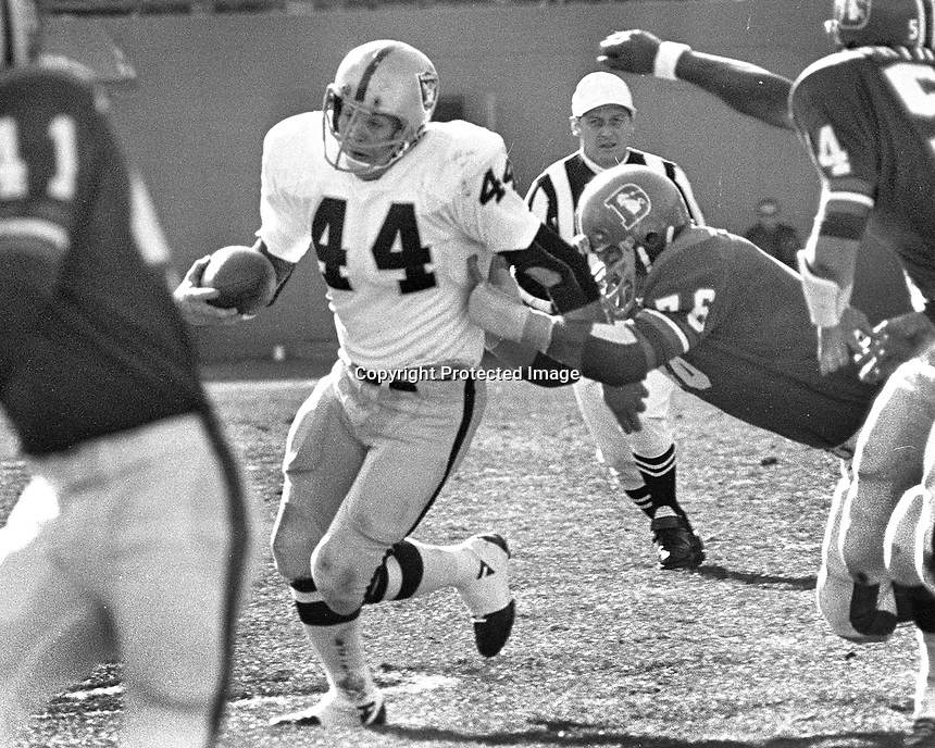 Raiders Marv Hubbard against the Denver Broncos. <br />