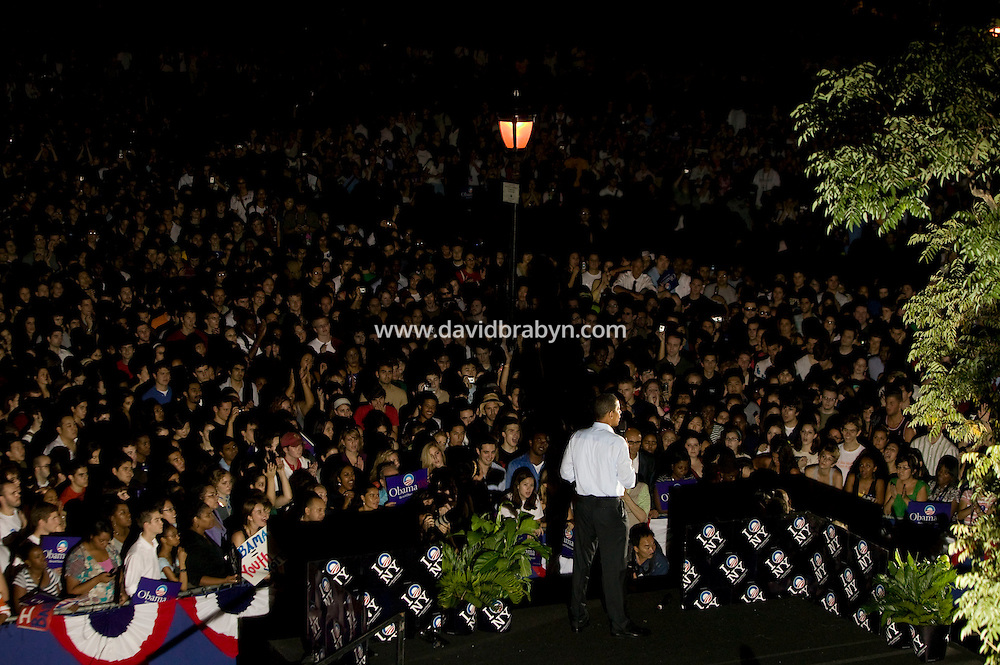 Democratic presidential candidate Senator Barack Obama (D-IL) speaks to supporters in New York City, USA, 27 September 2007. An estimated 24,000 people attended the rally.
