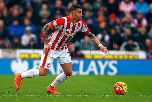 27.02.2016. Britannia Stadium, Stoke, England. Barclays Premier League. Stoke City versus Aston Villa. Geoff Cameron of Stoke City runs with the ball