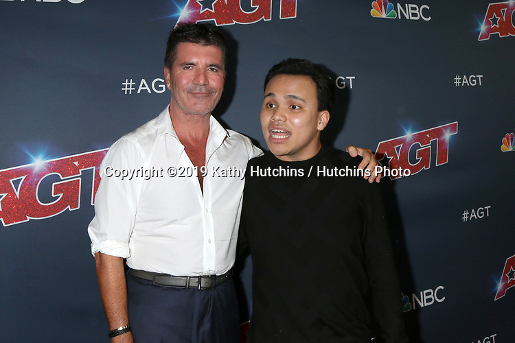 """LOS ANGELES - SEP 18:  Simon Cowell, Kodi Lee at the """"America's Got Talent"""" Season 14 Finale Red Carpet at the Dolby Theater on September 18, 2019 in Los Angeles, CA"""