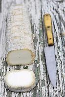 Europe/France/Centre/Indre-et-Loire/ Sepmes:  Fromage: AOP Sainte-Maure de Touraine de la  Ferme: Le Cabri au lait de  Sébastien Beaury & Claire Proust, Ferme pédagogique,  Eleveurs caprins, Fromagers producteurs de fromage: AOP Sainte-Maure de Touraine  //France, Indre et Loire, Sepmes: Cheese: AOP Sainte-Maure de Touraine Farm: The Cabri milk Sébastien Beaury & Claire Proust, Educational farm, goat breeders, Cheese cheese producers: AOP Sainte-Maure de Touraine