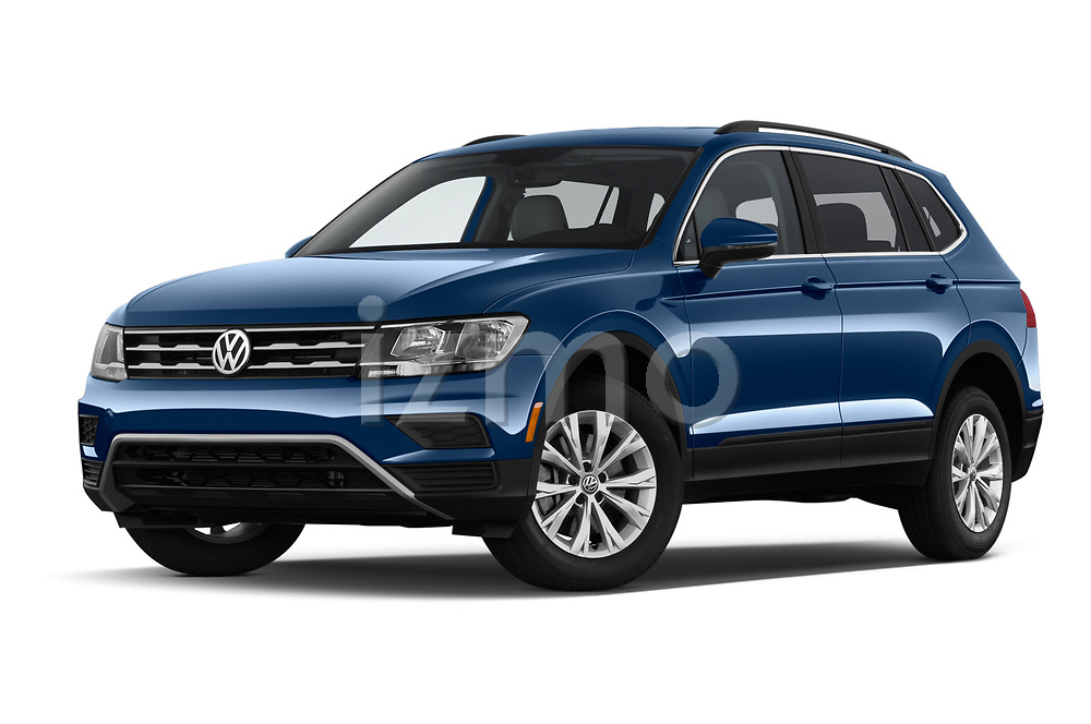 Stock pictures of low aggressive front three quarter view of a 2019 Volkswagen Tiguan SE  5 Door SUV