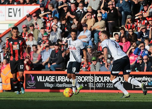 25.10.2015. Vitality Stadium, Bournemouth, England. Barclays Premier League. Bournemouth versus Tottenham Hotspur. Kyle Walker of Tottenham Hotspur looks to cross into the Bournemouth area