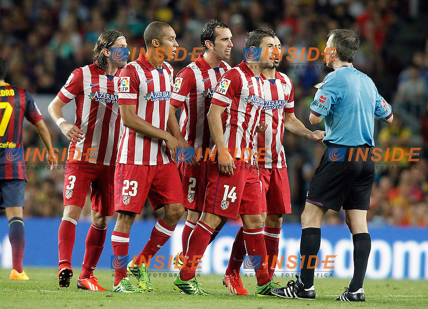 Atletico de Madrid's Filipe Luis, Joao Miranda, Diego Godin, Gabi Fernandez and Juanfran Torres have words with the referee David Fernandez Borbalan during Supercup of Spain 2nd match.August 28,2013. (ALTERPHOTOS/Acero) <br /> Football Calcio 2013/2014<br /> La Liga Spagna Supercoppa di Spagna Barcellona - Atletico MAdrid <br /> Foto Alterphotos / Insidefoto <br /> ITALY ONLY