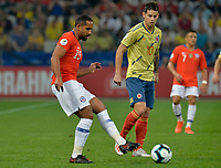 SAO PAULO – BRASIL, 28-06-2019: James Rodriguez de Colombia disputa el balón con Jean Beausejour de Chile durante partido por cuartos de final de la Copa América Brasil 2019 entre Colombia y Chile jugado en el Arena Corinthians de Sao Paulo, Brasil. / James Rodriguez of Colombia vies for the ball with Jean Beausejour of Chile during the Copa America Brazil 2019 quarter-finals match between Colombia and Chile played at Arena Corinthians in Sao Paulo, Brazil. Photos: VizzorImage / Julian Medina / Cont /
