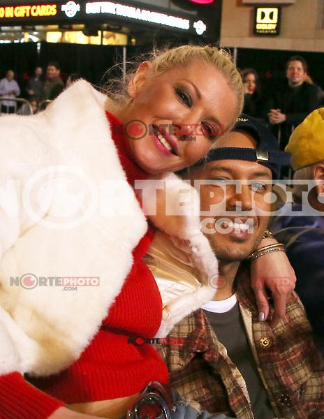 HOLLYWOOD, CA - NOVEMBER 26: Tara Reid, Ted Dhanik, at 86th Annual Hollywood Christmas Parade at Hollywood Blvd in Hollywood, California on November 26, 2017. Credit: Faye Sadou/MediaPunch /NortePhoto NORTEPHOTOMEXICO