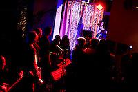 Milano: spettatori durante uno spettacolo di burlesque