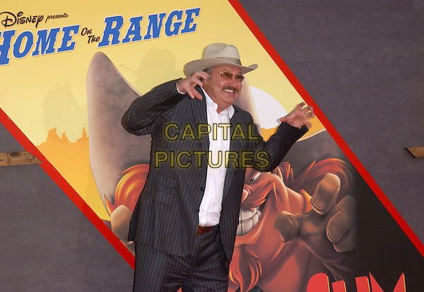 RANDY QUAID.Home on The Range world premiere at The El Capitan Theatre in Hollywood, California .21 March 2004.*UK Sales Only*.www.capitalpictures.com.sales@capitalpictures.com.©Capital Pictures.