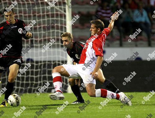 2009-08-29 / Voetbal / seizoen 2009-2010 / Antwerp FC - FC Brussels / Kevin Oris (Antwerp) gaat naar de bal..Foto: Maarten Straetemans (SMB)