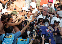 U.S. Michael Phelps, right, is congratulated by his mother Debbie after setting the new world record clocking 1:52.03 n the Men's 200m Butterfly, at the Swimming World Championships in Rome, 29 July 2009..UPDATE IMAGES PRESS/Riccardo De Luca