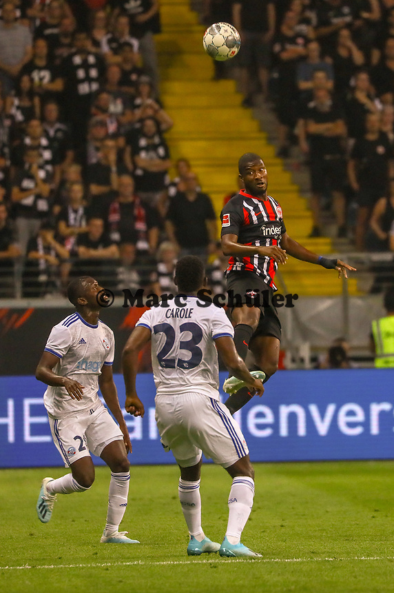 Almamy Touré (Eintracht Frankfurt) gegen Lionel Carole (Racing Club de Strasbourg Alsace) - 29.08.2019: Eintracht Frankfurt vs. Racing Straßburg, UEFA Europa League, Qualifikation, Commerzbank Arena<br /> DISCLAIMER: DFL regulations prohibit any use of photographs as image sequences and/or quasi-video.
