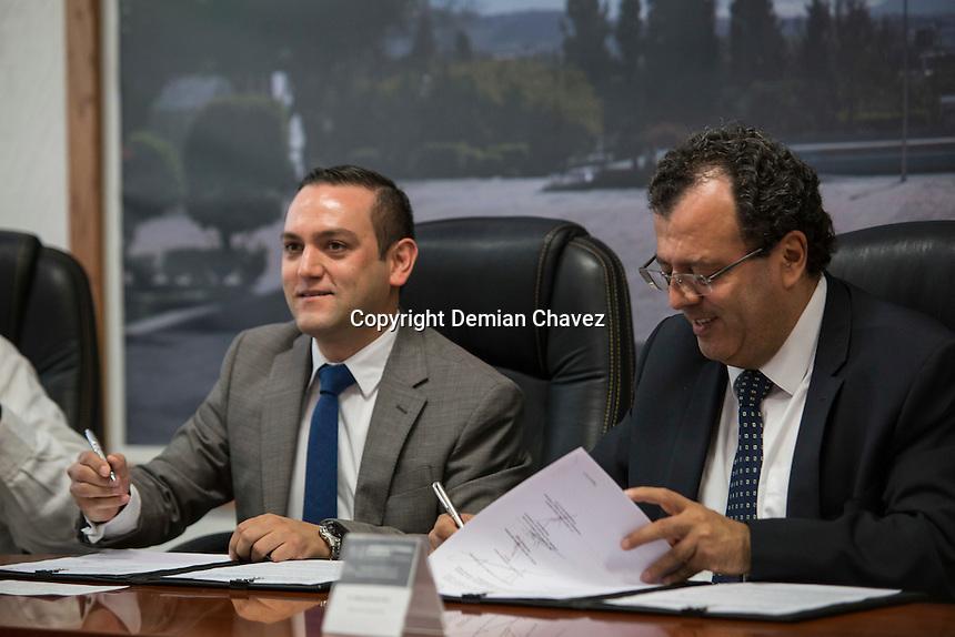 Quer&eacute;taro, Quer&eacute;taro. 9 de septiembre de 2016.- Con el fin de dar mayores oportunidades de empleo a los egresados de la UAQ, el Sistema Nacional de Empleo y la UAQ firmaron un convenio de colaboraci&oacute;n.<br /> <br /> <br /> Foto: Demian Chavez