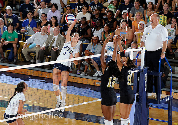 Florida International University women's volleyball player Yarimar Rosa (3) plays against the University of Central Florida.  FIU won the match 3-0 (25-23, 25-17, 25 -19)  on September 12, 2008 at Miami, Florida. .