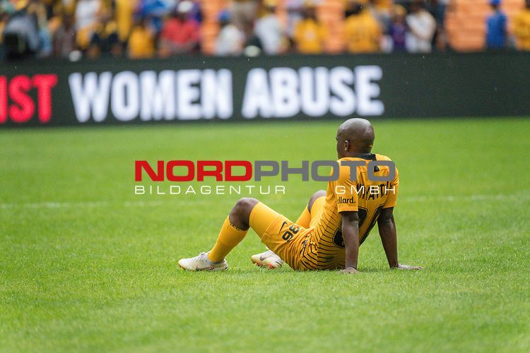 05.01.2019, FNB Stadion/Soccer City, Nasrec, Johannesburg, RSA, Premier League, Kaizer Chiefs vs Mamelodi Sundowns<br /> <br /> im Bild / picture shows <br /> <br /> Siphosakhe Ntiya-Ntiya<br /> entt&auml;uscht / enttaeuscht / traurig / Niederlage<br /> <br /> <br /> Foto &copy; nordphoto / Kokenge