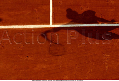 Shadow of a male tennis player serving, French Open Tennis Championships, Roland Garros, Paris 030529 Photo: Glyn Kirk/Action Plus...2003 MAN.shadows serve serves service.............