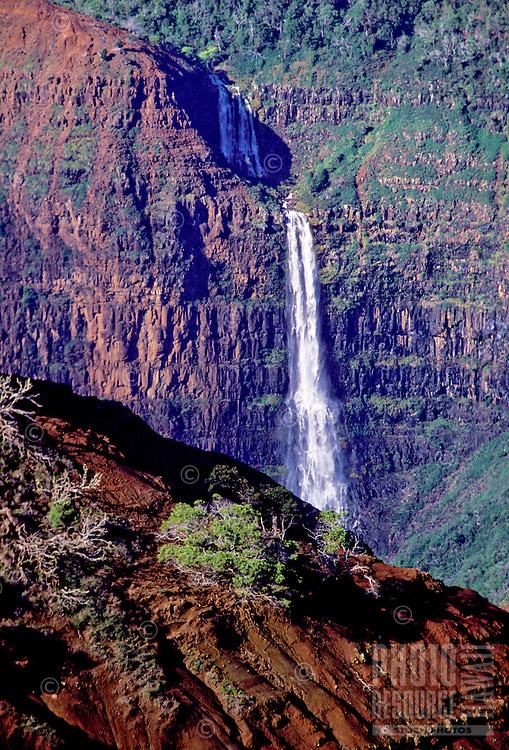 Waipoo Falls as seen from Kokee Road. Waimea Canyon, Kauai